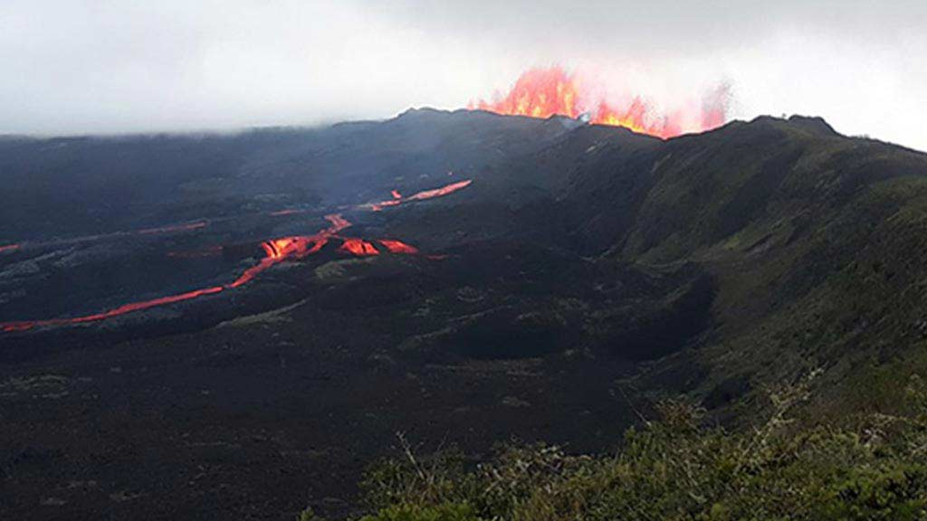 sierra-negra-volcano-eruption-in-galapagos-islands-ecuador