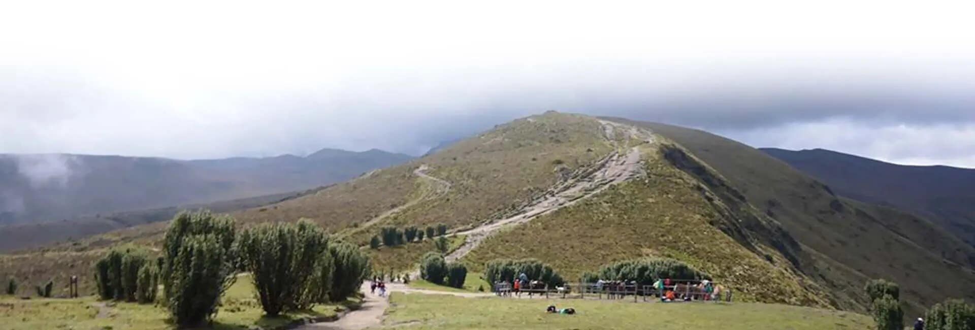 trail to rucu pichincha quito ecuador