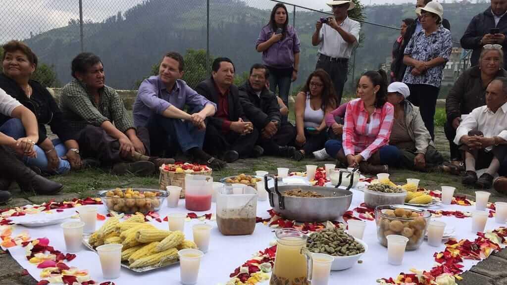 pampamesa communal feast to celebrate inti raymi in Ecuador