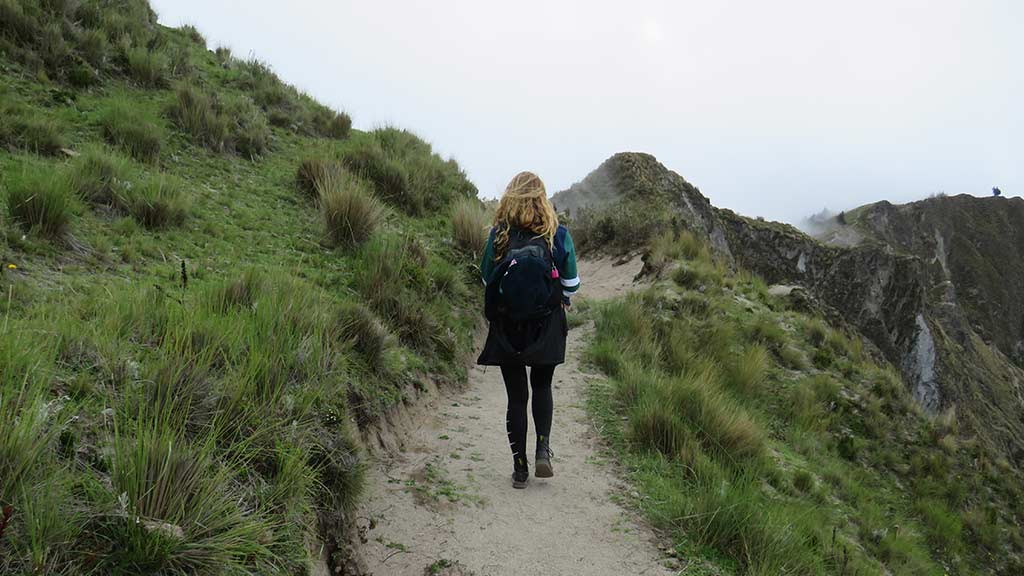 quilotoa trek into the crater